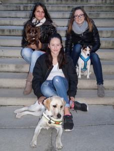 Valentina mit Diabetikerwarnhund Elvira und den beiden Organisatorinnen des Stadlfestes, Michelle Kreuzmann und Sabrina Reibenwein (Foto: privat)